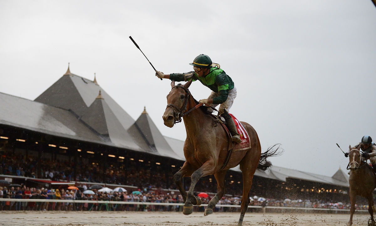 Dunbar Road wins the 2019 Alabama Stakes in last year's slop at Saratoga. Jose Ortiz aboard, celebrates his third straight win in the race. The weather should be better for the 2020 edition.