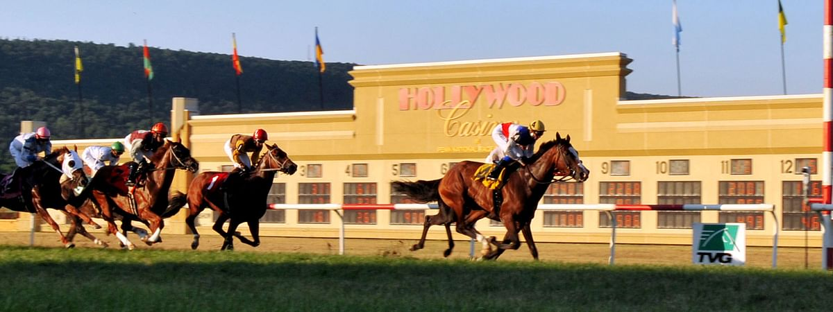 Horse Racing at Penn National Race Course