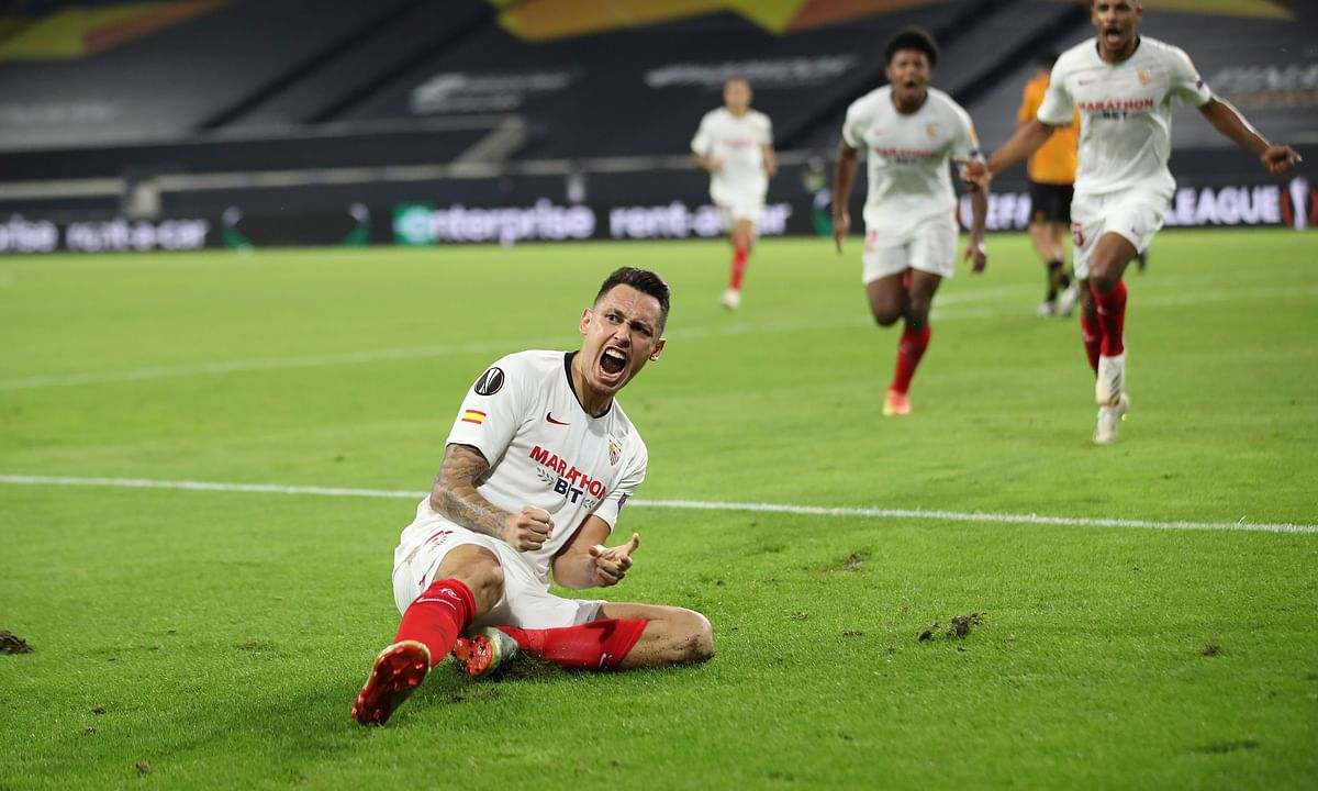 Sevilla's Lucas Ocampos celebrates after scoring his side's opening goal during the Europa League quarterfinal soccer match between Wolves and Sevilla at the MSV Arena in Duisburg, Germany, Tuesday, Aug. 11, 2020.