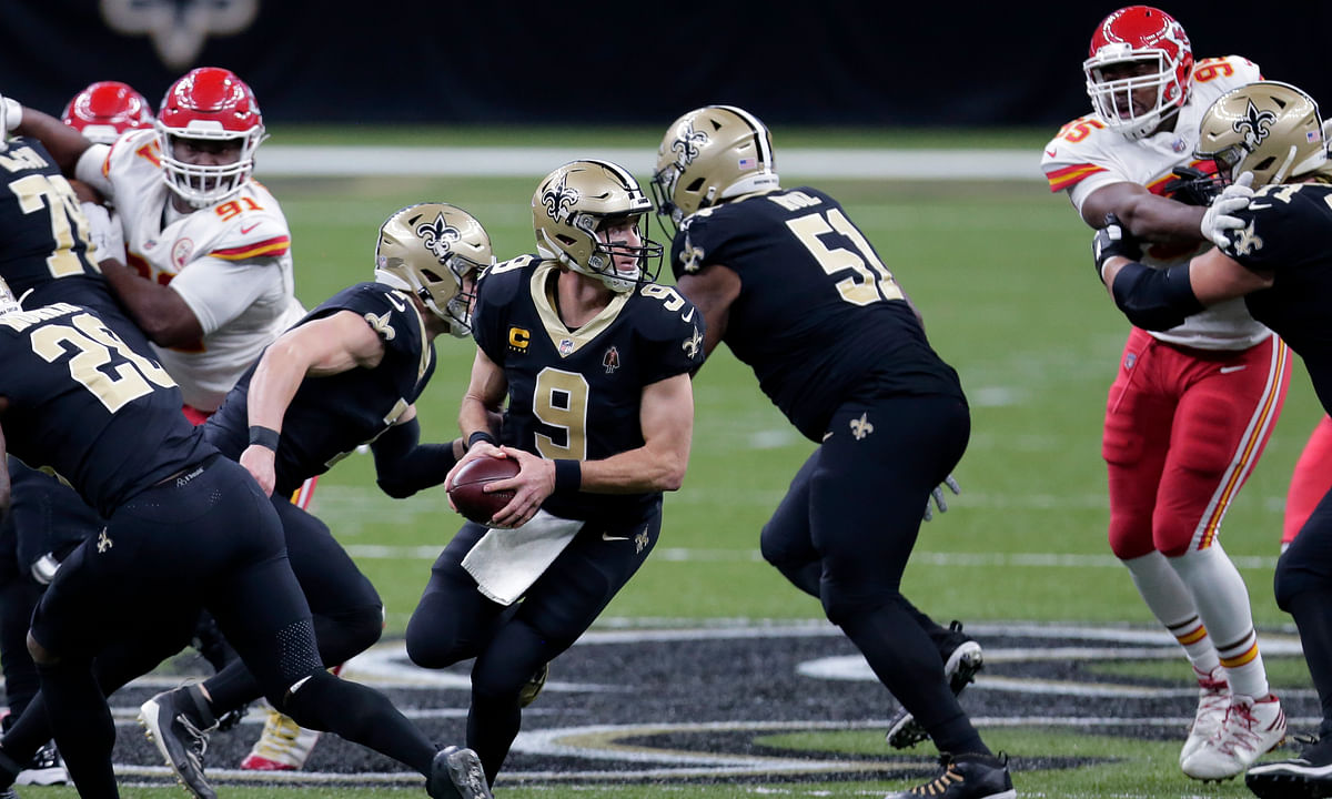 New Orleans Saints quarterback Drew Brees (9) drops back in the first half of an NFL football game against the Kansas City Chiefs in New Orleans, Sunday, Dec. 20, 2020.