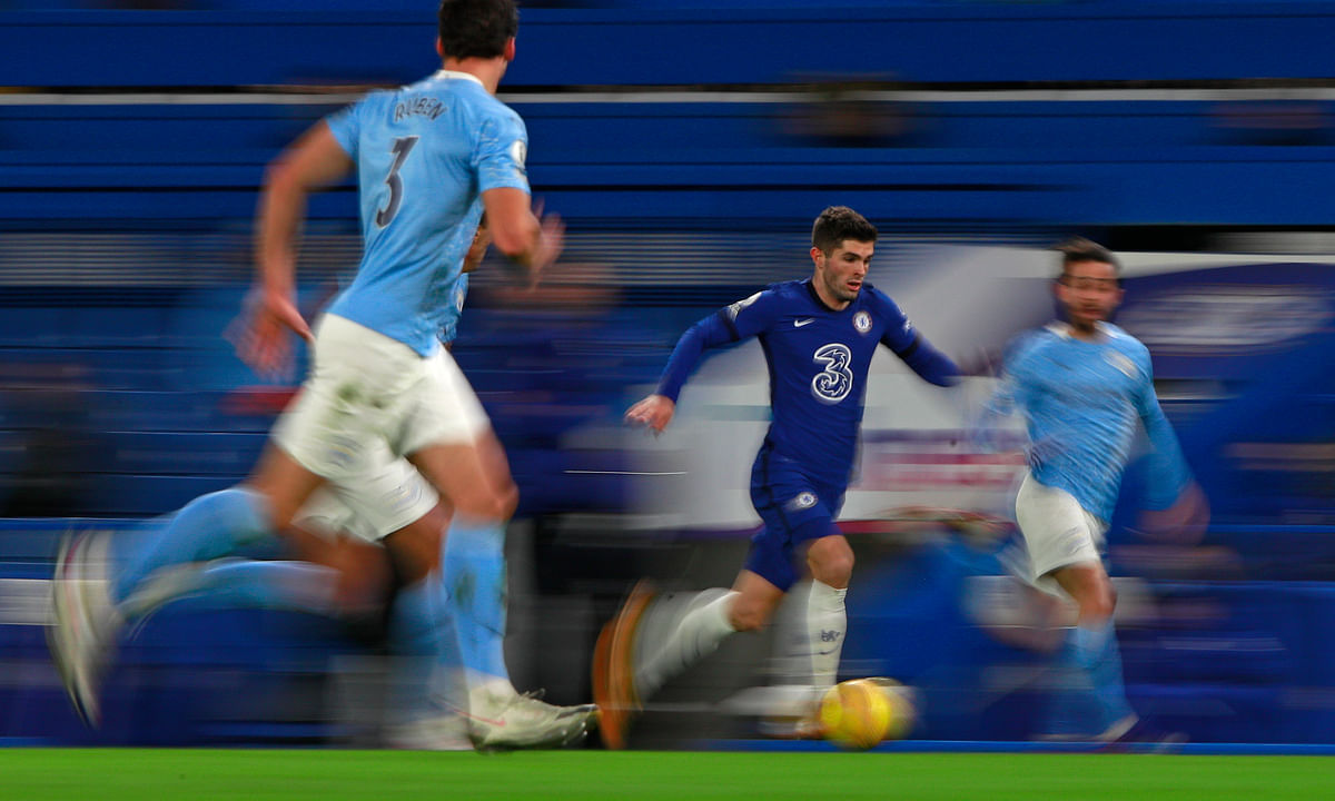 Chelsea's Christian Pulisic runs with the ball during the English Premier League soccer match between Chelsea and Manchester City at Stamford Bridge, London, England, Sunday, Jan. 3, 2021.