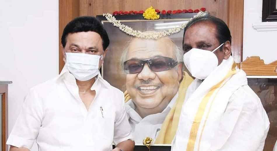 கவிப்பேரரசு வைரமுத்துவுக்குக் கேரள அரசு விருது!
