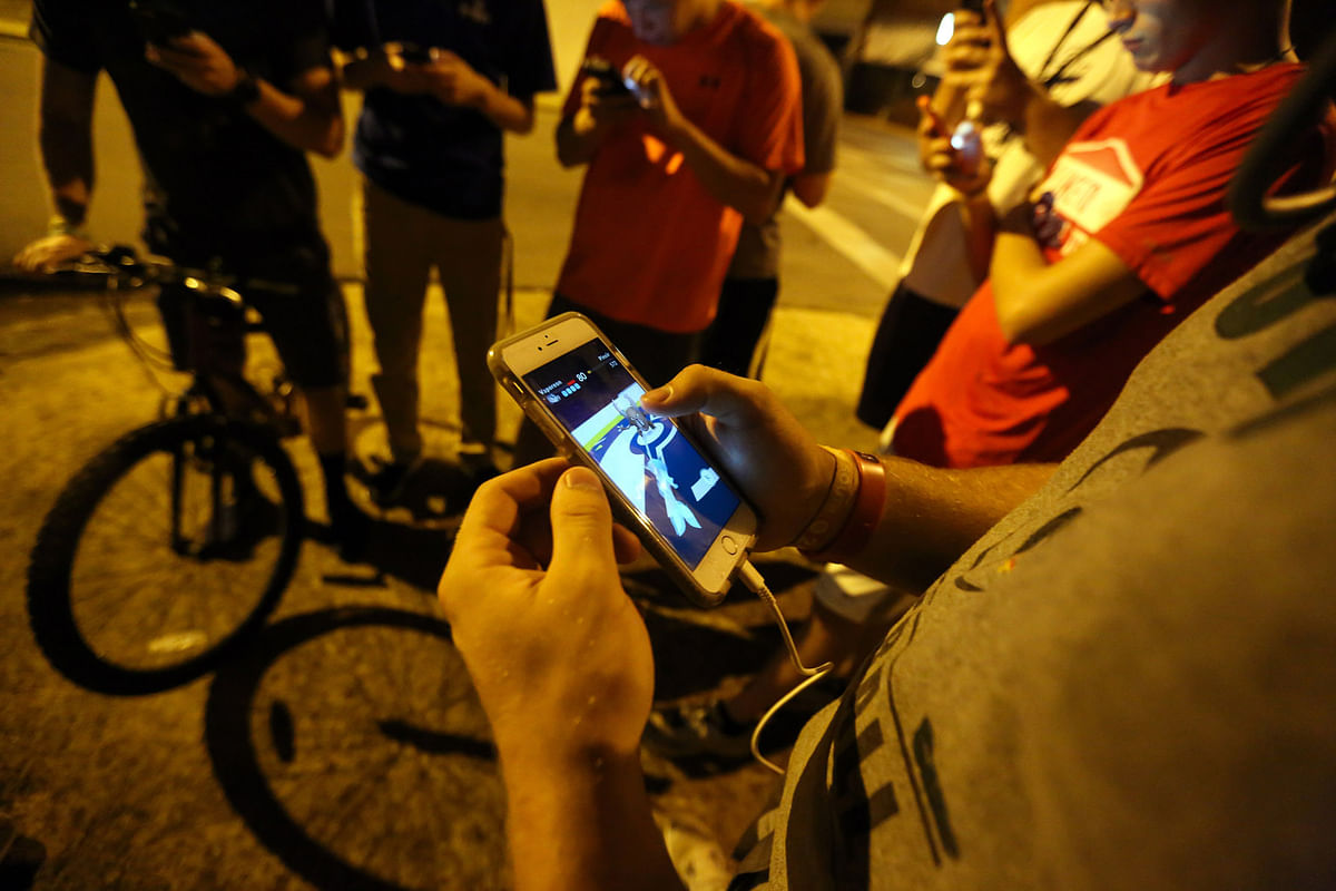 """A group of teenagers play """"Pokemon Go"""" in downtown Hartselle, Alabama. (Photo: AP)"""