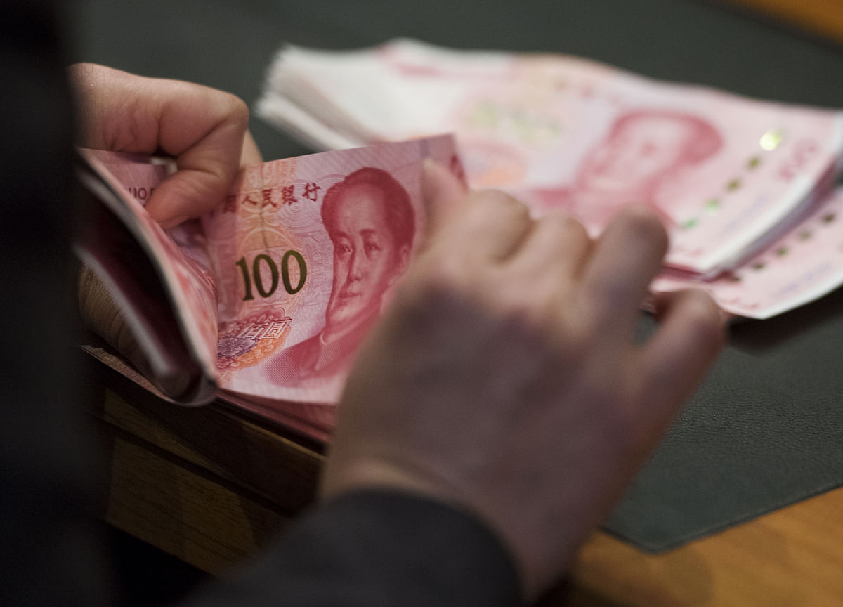 China's Stocks Lurch Lower as Weakening Currency Adds to Risks