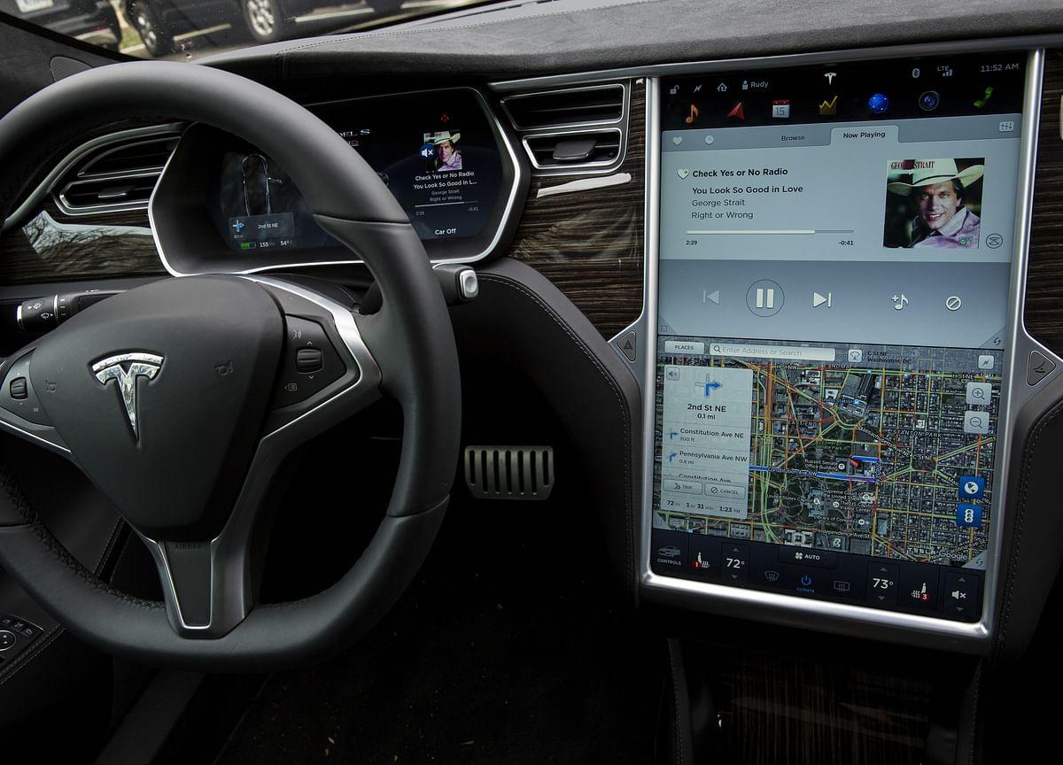 Tesla Driver Seen Gazing Down Before 2018 Crash on Autopilot