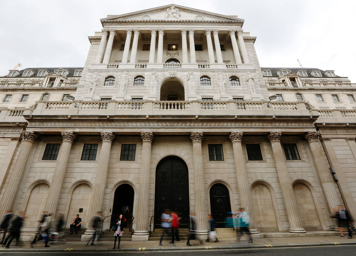 BOE's Reasons to Delay Rate Hike Multiply With Brexit Twists