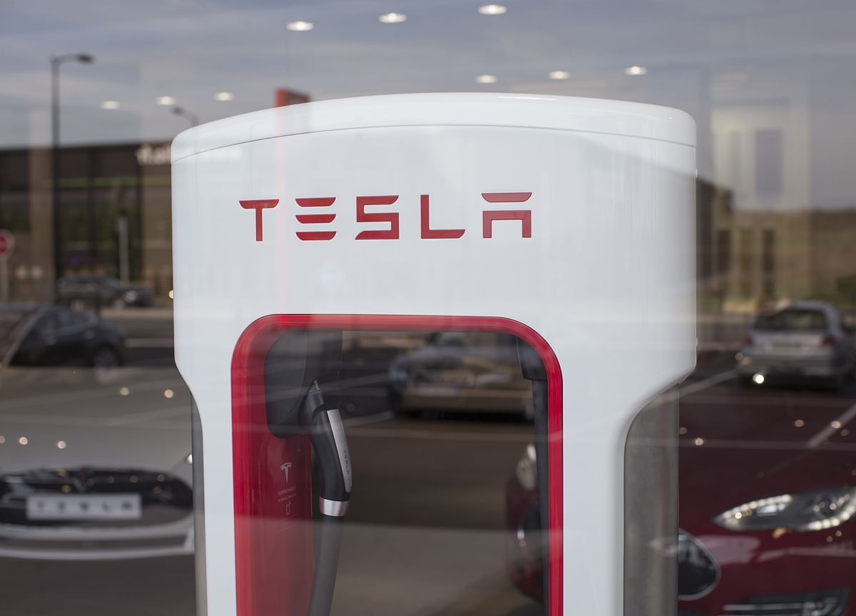 Tesla Zealotry on Street Fades as Focus Shifts to Fundamentals
