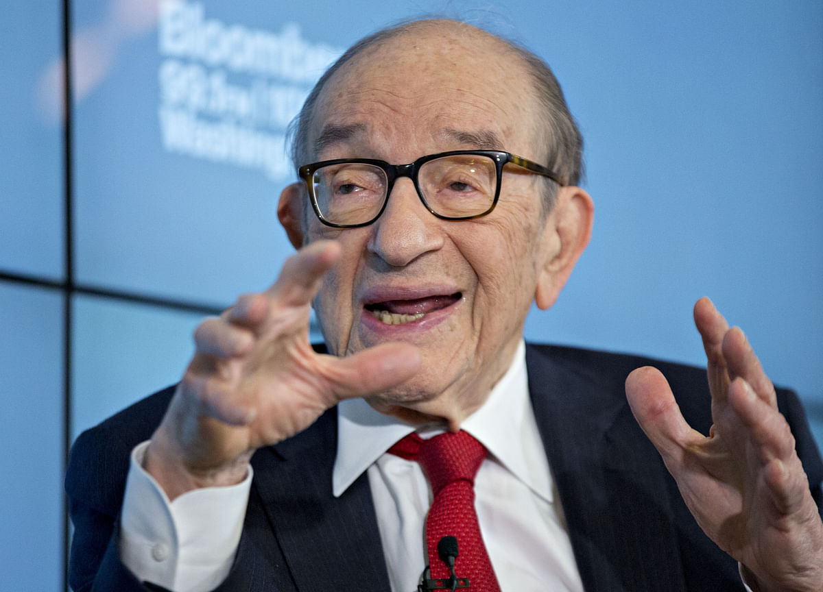 Greenspan Calls Trump Tariff Policies 'Insane'