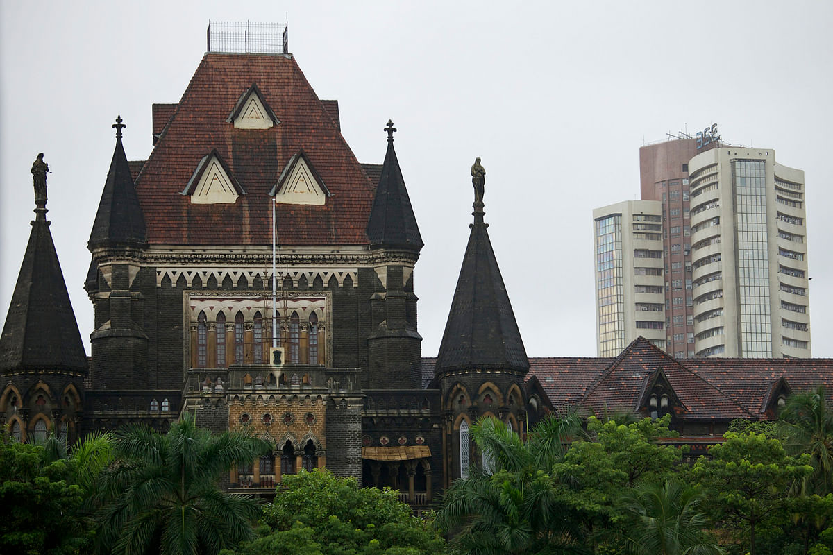 The Bombay Stock Exchange (BSE), right, stands behind the Bombay High Court building in Mumbai, India. (Photographer: Adeel Halim/Bloomberg)