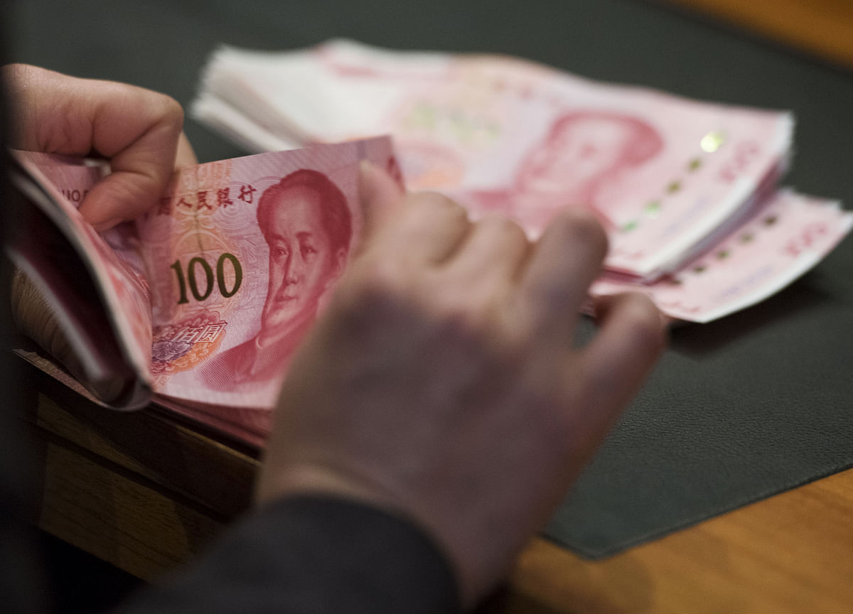China Bans Unlicensed Micro-Loans, Caps Rates to Limit Risks