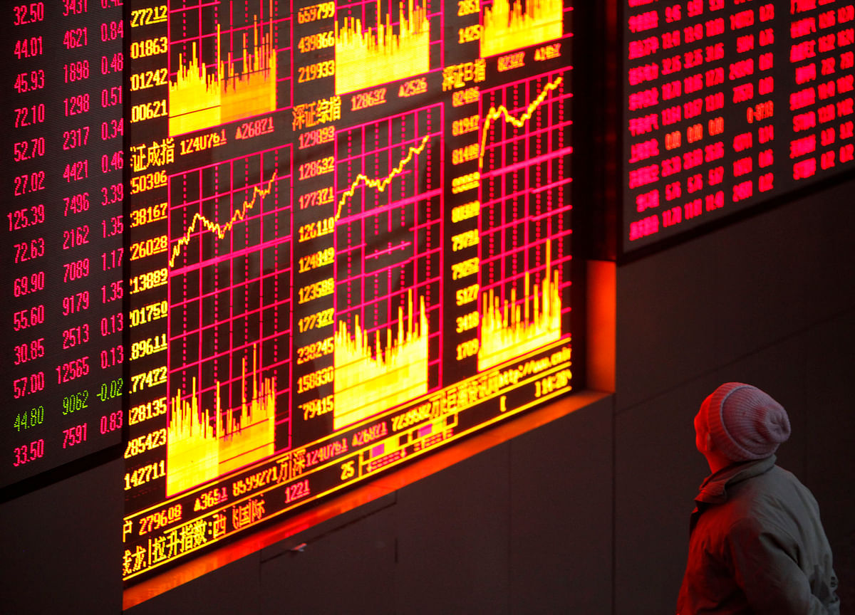 Chinese Stocks Drop as U.S. Considers Limiting Investor Flows