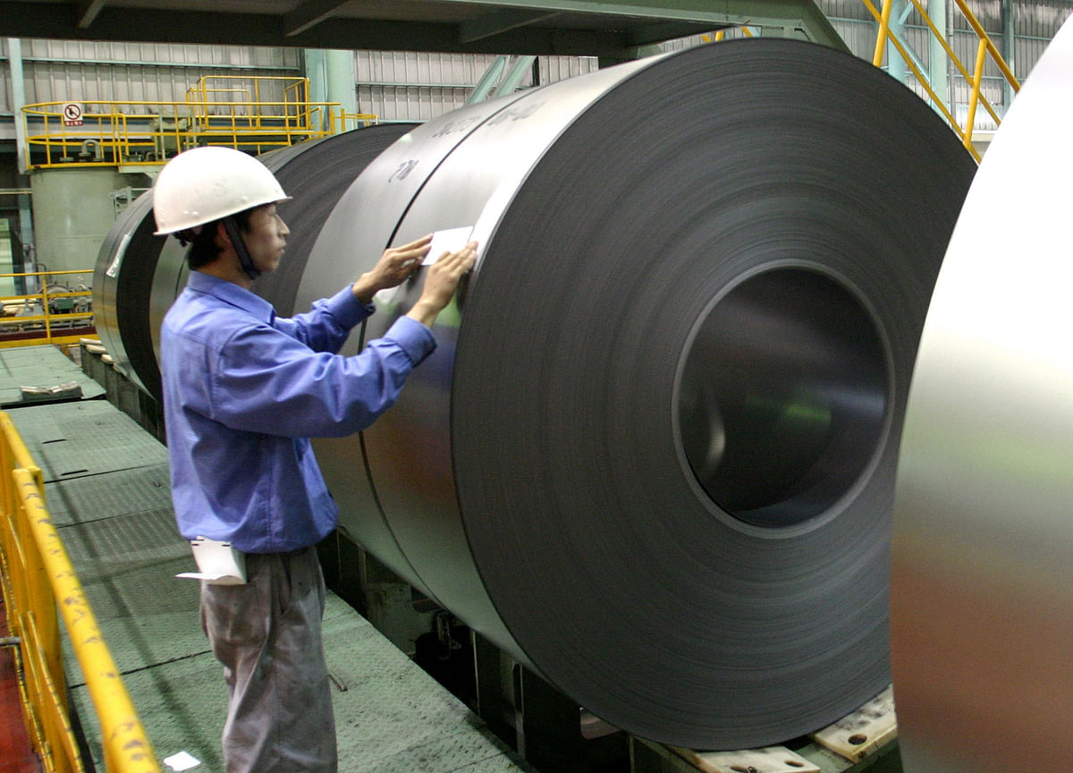 China's Industrial Profits Decline as Economy Weakens