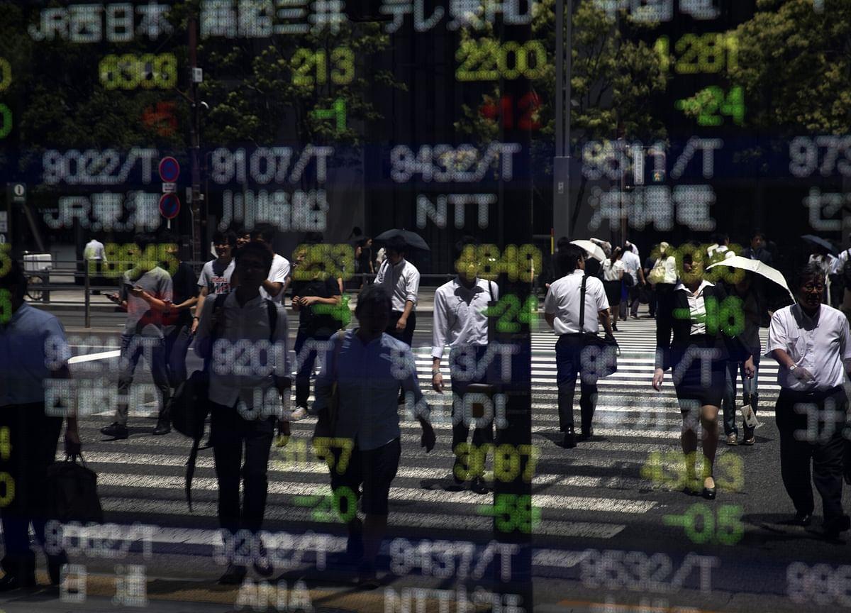U.S. Tech Stocks Sink on Trade Angst: Markets Wrap