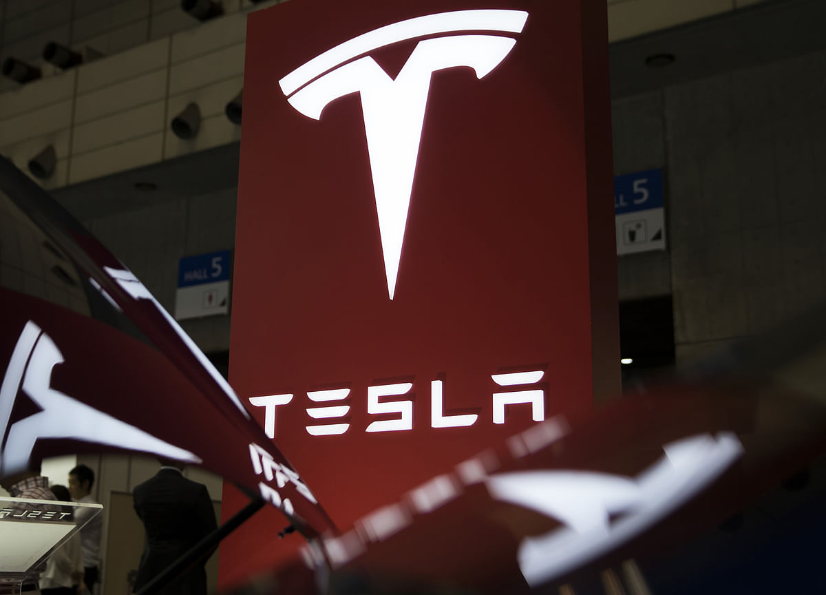 Tesla Slumps After Cutting 3,000 Jobs asMusk Sees 'Difficult' Road Ahead