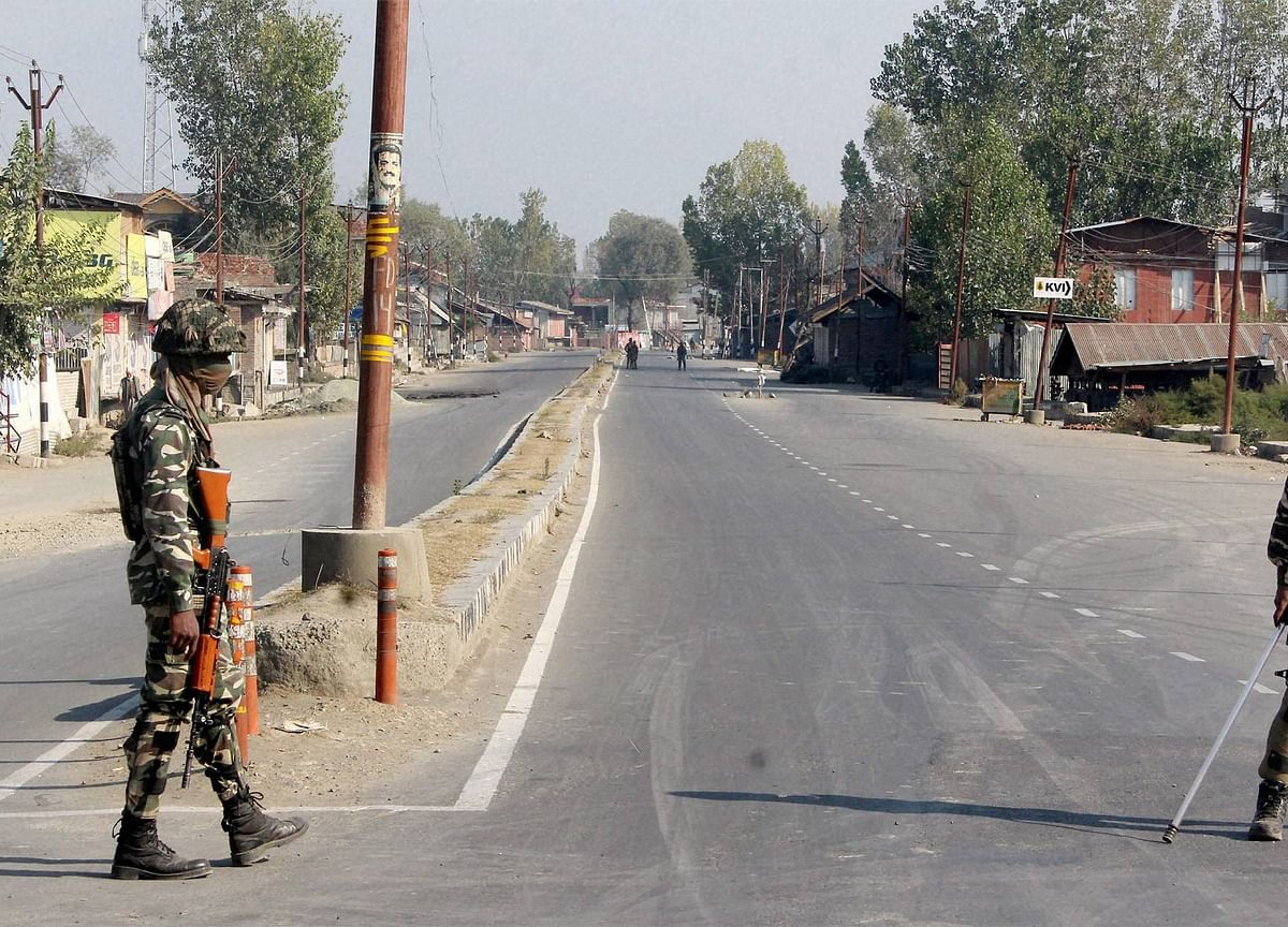 J&K: Kashmir Phone Connectivity To Be Restored Over The Weekend, Schools To Reopen Next Week