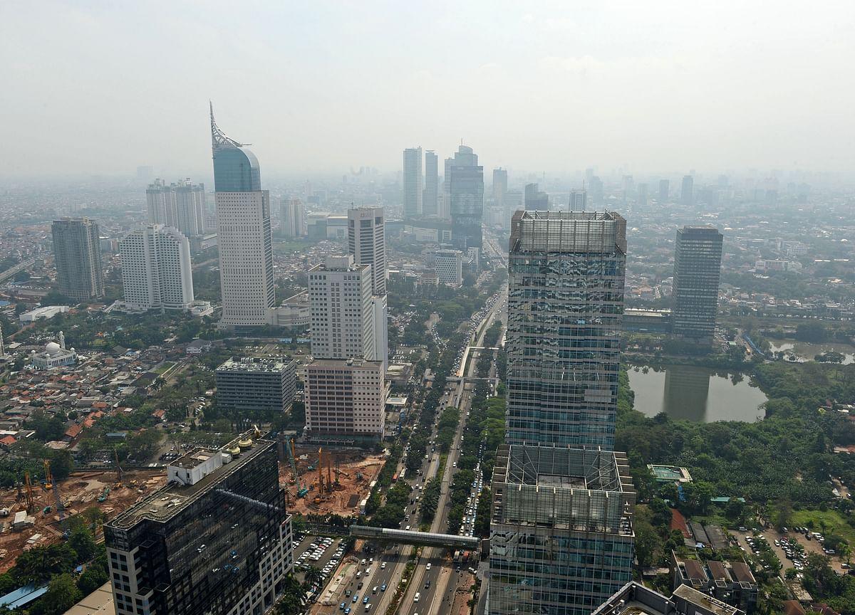 Nine Killed as Jakarta Hit by Worst Flooding Since 2013