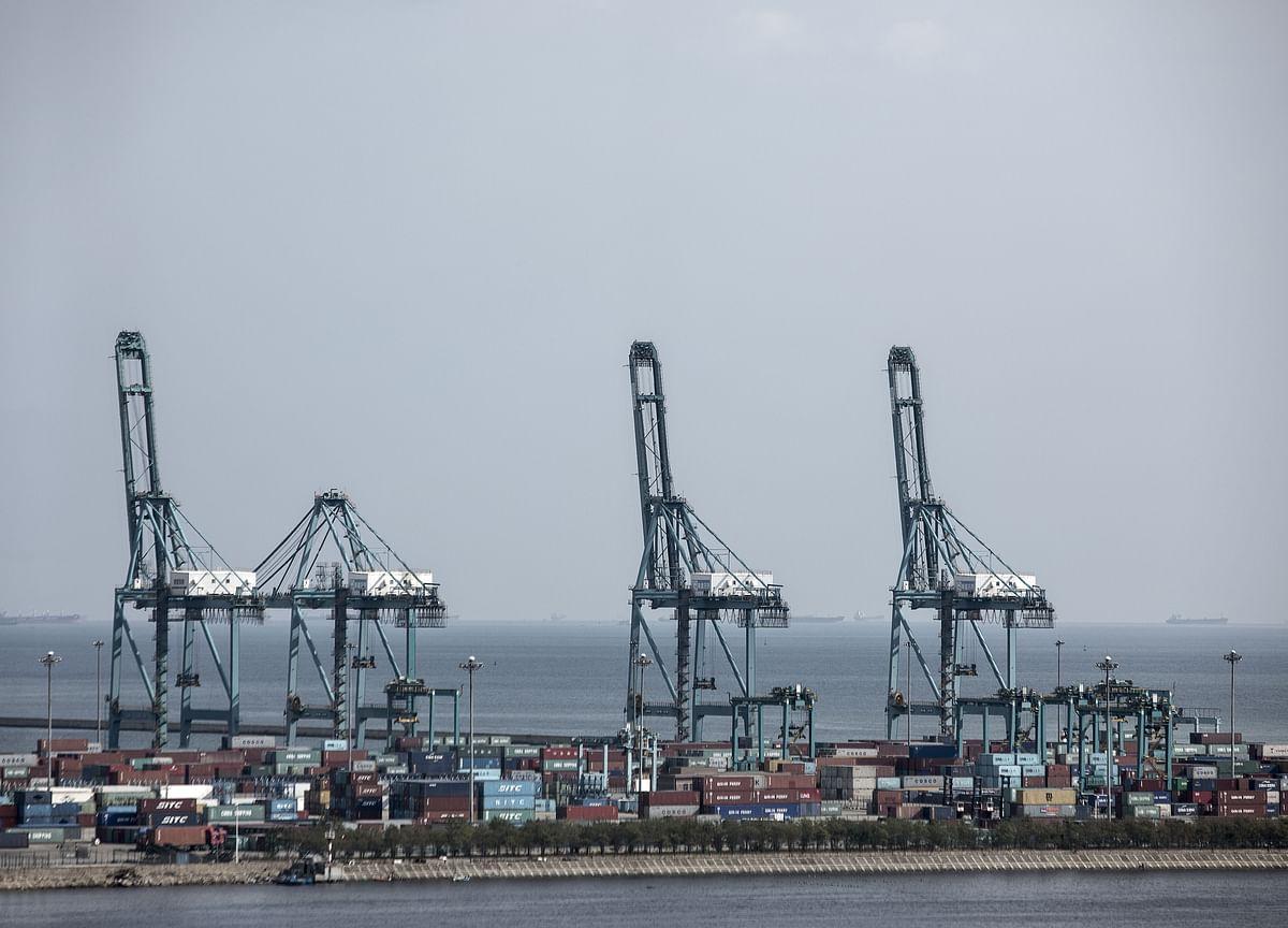 Global Trade Slumps Again Amid U.S-China Tariff Battle