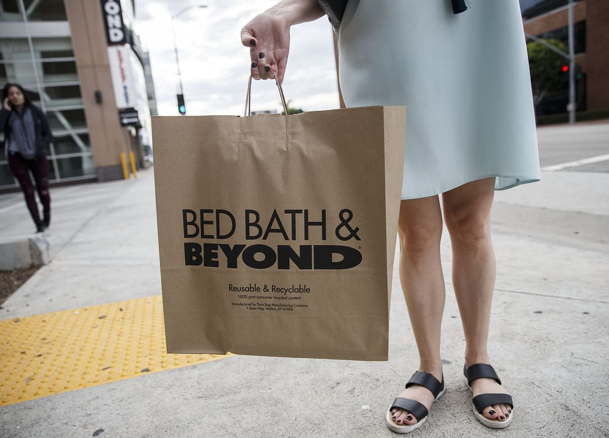 Bed Bath & Beyond Drops Even as It Gains Ground in Online Battle