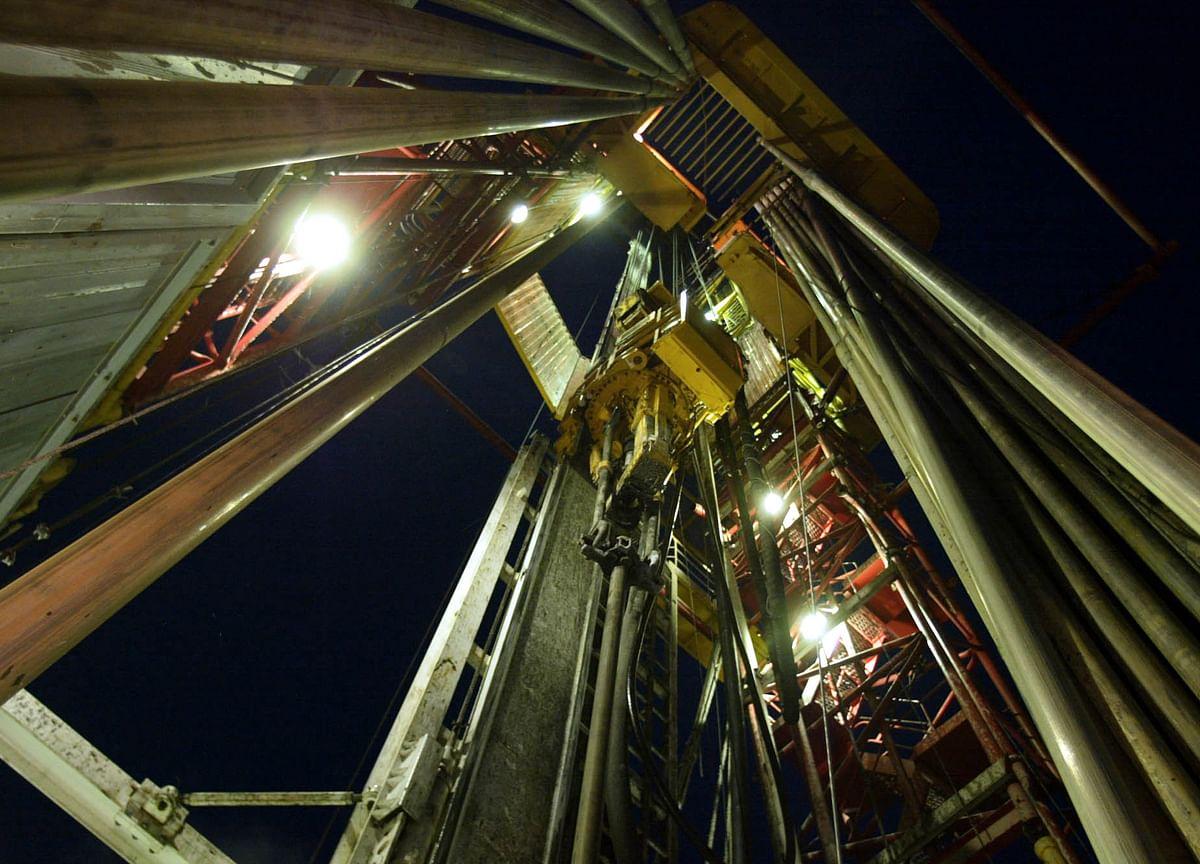 Oil's Rapid Run of Declines Kicks Up Pressure as OPEC Gathers