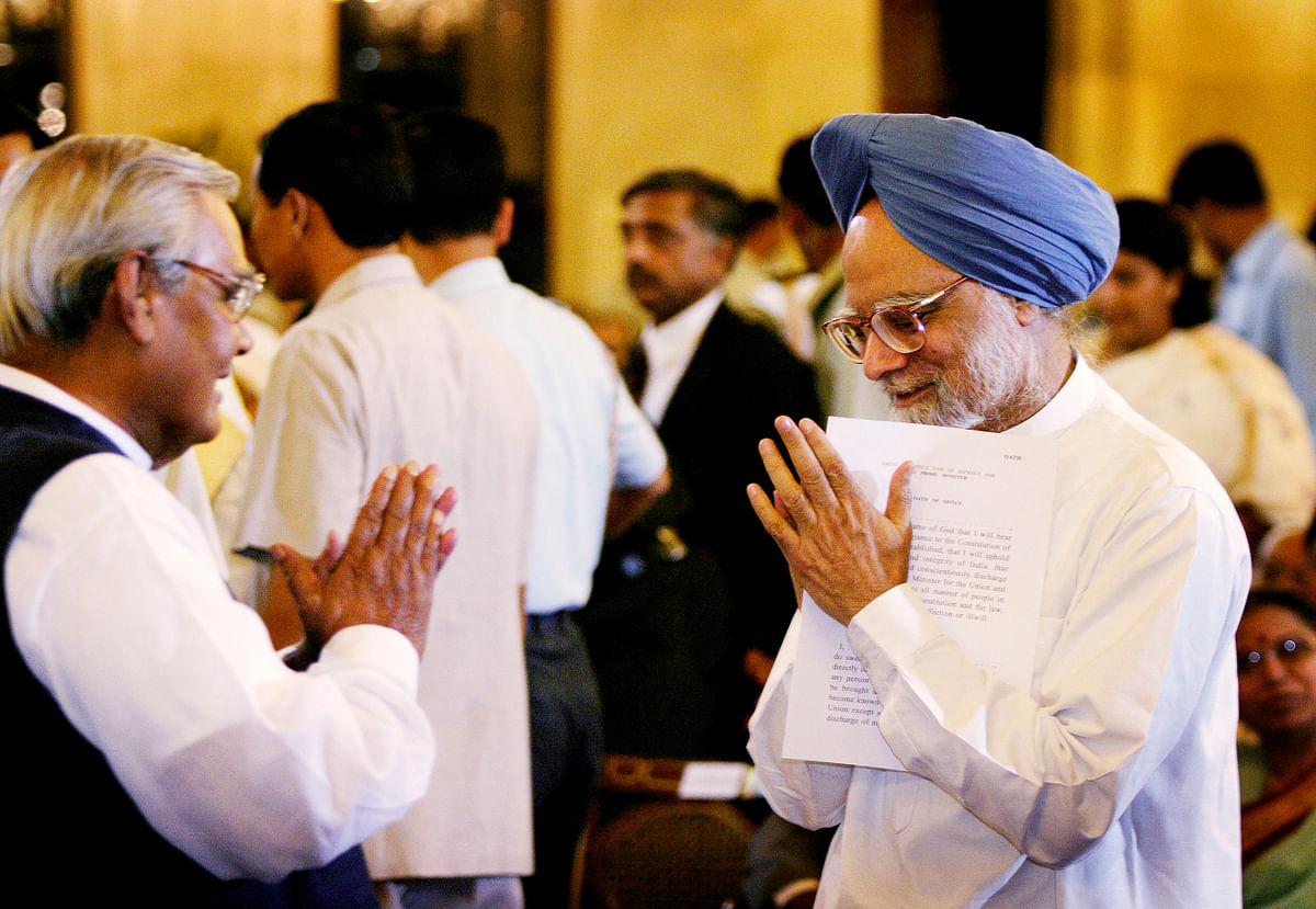 Manmohan Singh, right, greets then outgoing Prime Minister Atal Bihari Vajpayee, left, before Singh was sworn in as the new Prme Minister of India at the Presidential Palace in New Delhi Saturday, May 22, 2004. (Photographer: Amit Bhargava/Bloomberg News)