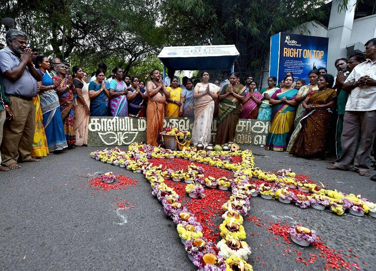 Tamil Nadu CM Jayalalithaa Suffers Cardiac Arrest, Said To Be Critical