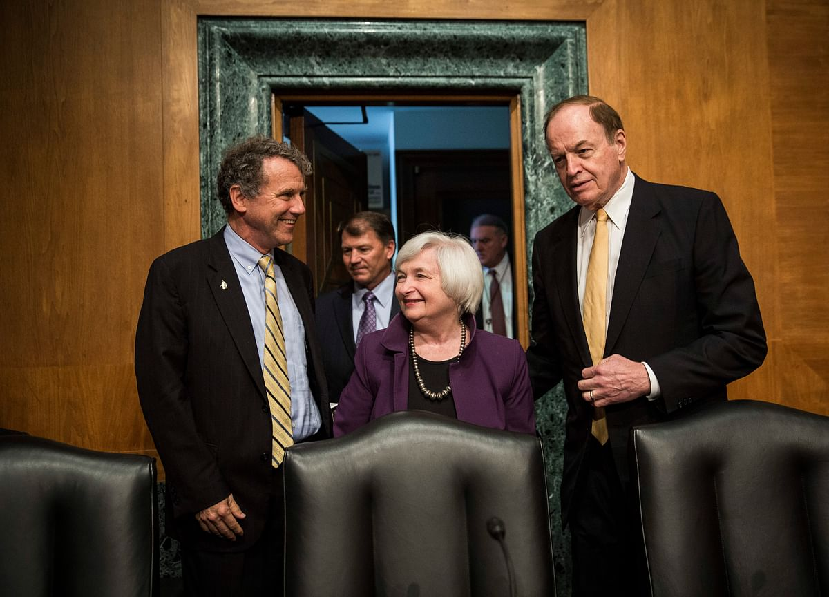 Fed Officials Eyeing Rate Hike See Path Tied to Fiscal Policies