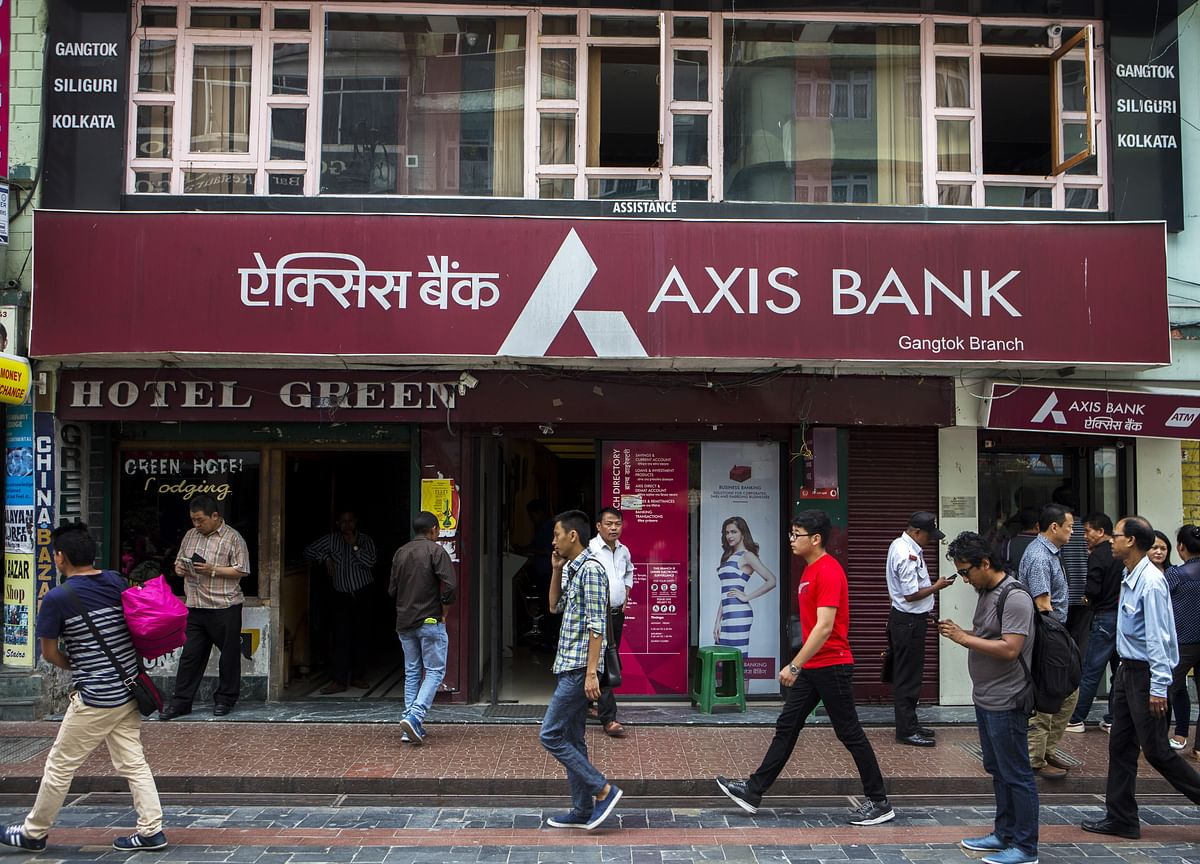 Axis Bank's Retail Banking Head Pralay Mondal Quits Citing 'Personal Compulsions'