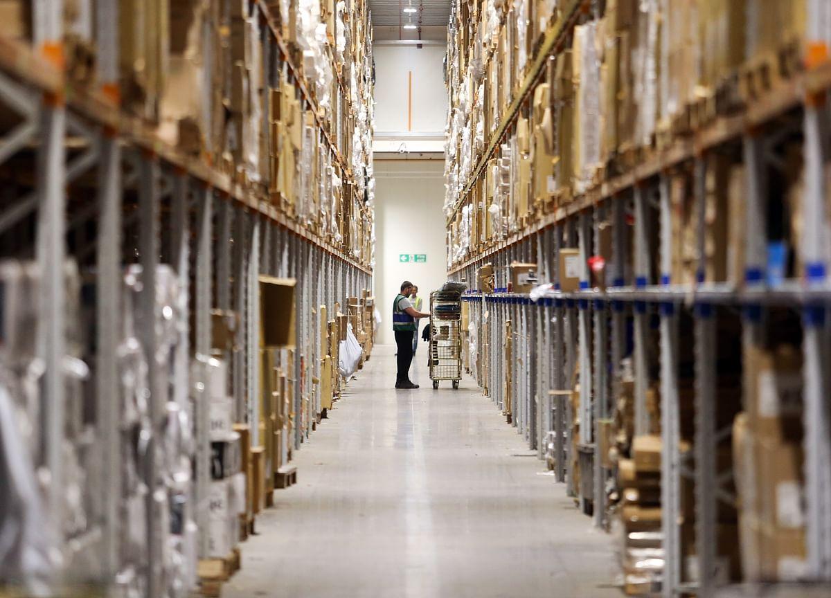 Amazon TestsCheap Warehouses to Make Cyber Monday Snafu-Free