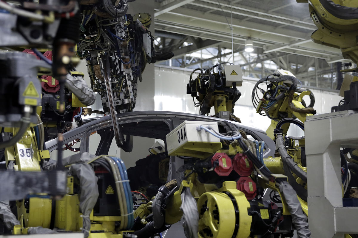 Robots weld the body frame of a Honda Motor Co. Fit vehicle on the production line of the company's Yorii plant in Yorii Town, Saitama Prefecture, Japan, on  March 8, 2016. (Photographer: Kiyoshi Ota/Bloomberg)