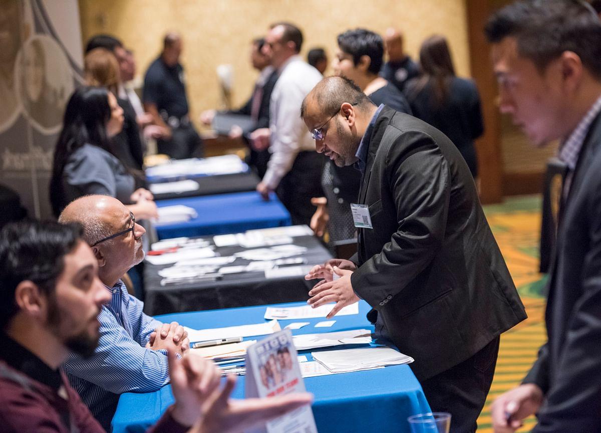 U.S. Consumer Comfort Rises to Fresh High Amid Robust Job Market