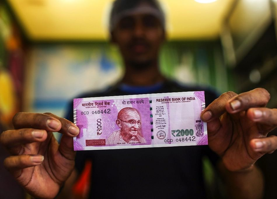 Yuan and Kashmir Send India's Rupee to Biggest Plunge Since 2013