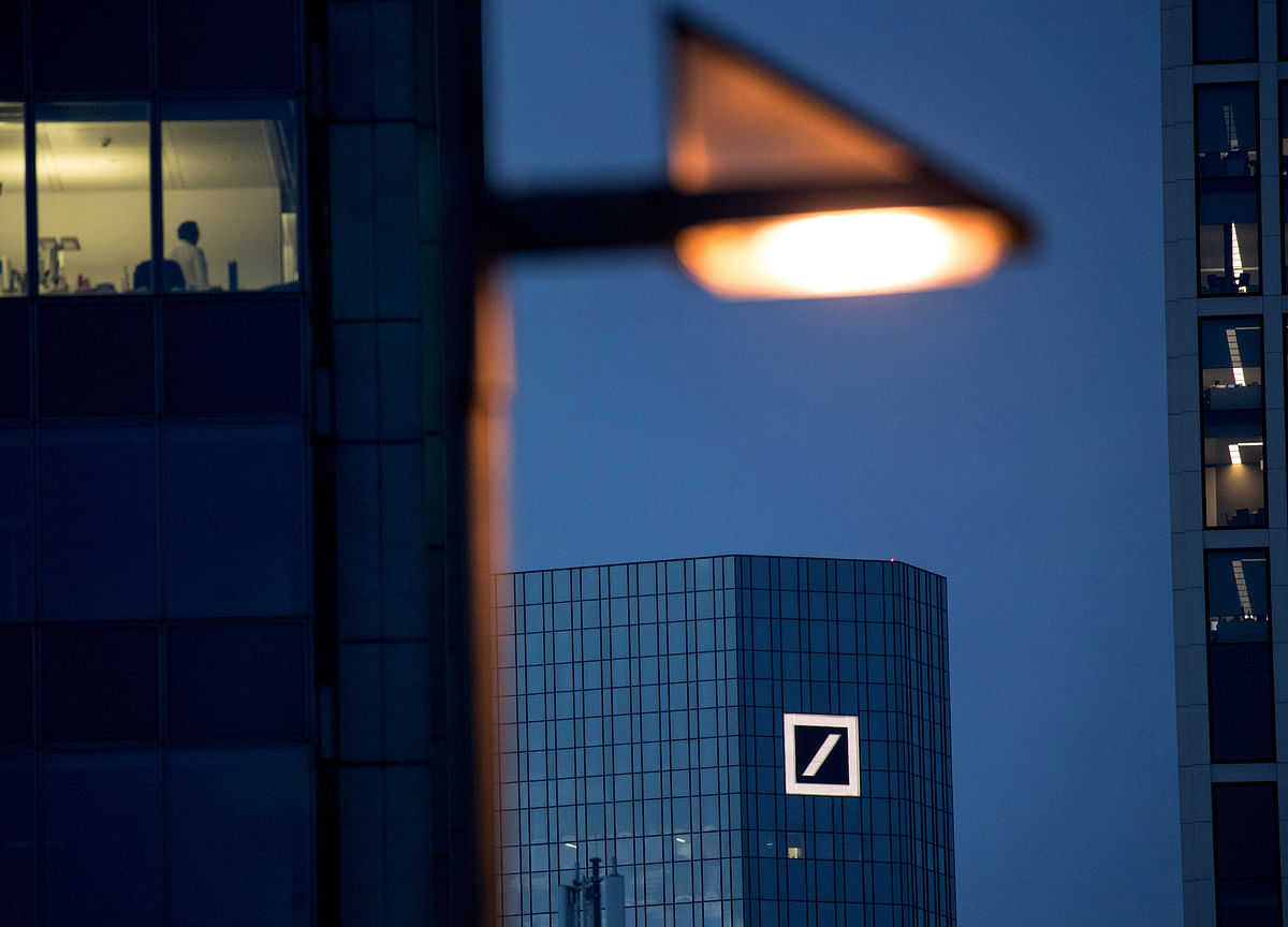 Deutsche Bank Bond-Trading Staff Shuffle as Equities Slashed