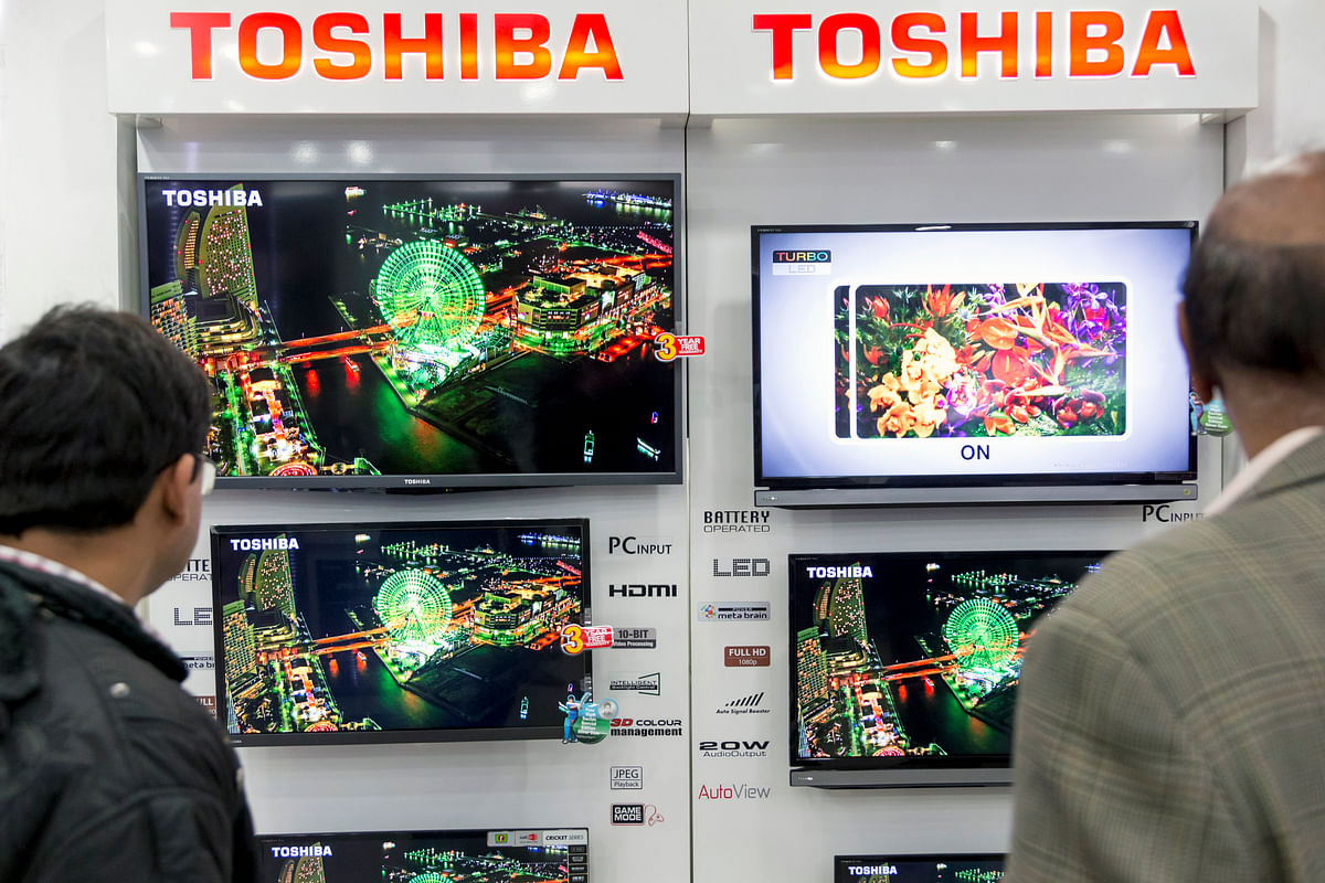 Customers browse televisions at a Toshiba Corp. store in Nehru Place IT Market, a hub for the sale of electronic goods and computer accessories, in New Delhi, India, on  February 14, 2014. (Photographer: Graham Crouch/Bloomberg)