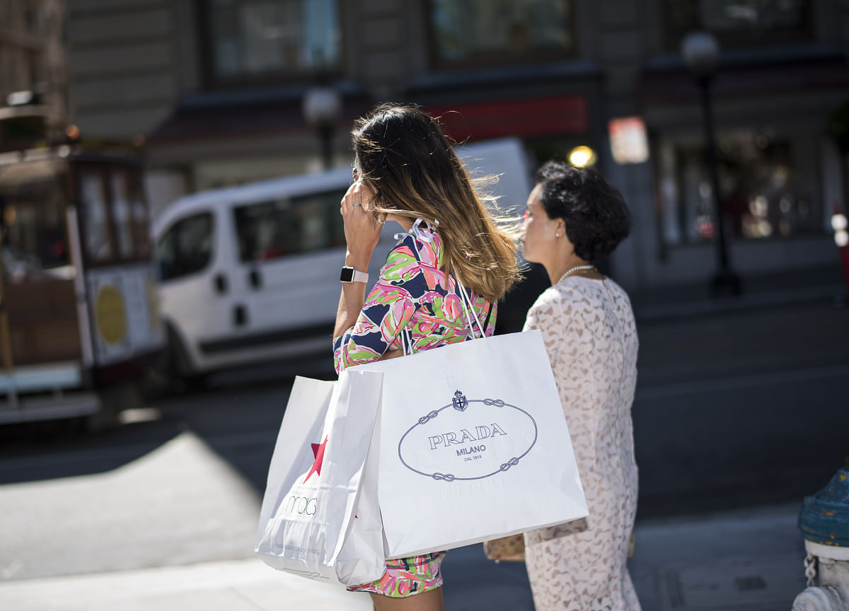 U.S. Consumer Sentiment Rises on Views of Finances, Economy