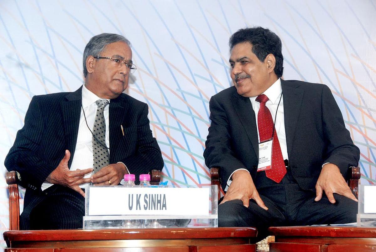A file photo of outgoing SEBI Chairman UK Sinha, with his successor Ajay Tyagi. (Photograph: PIB Mumbai)