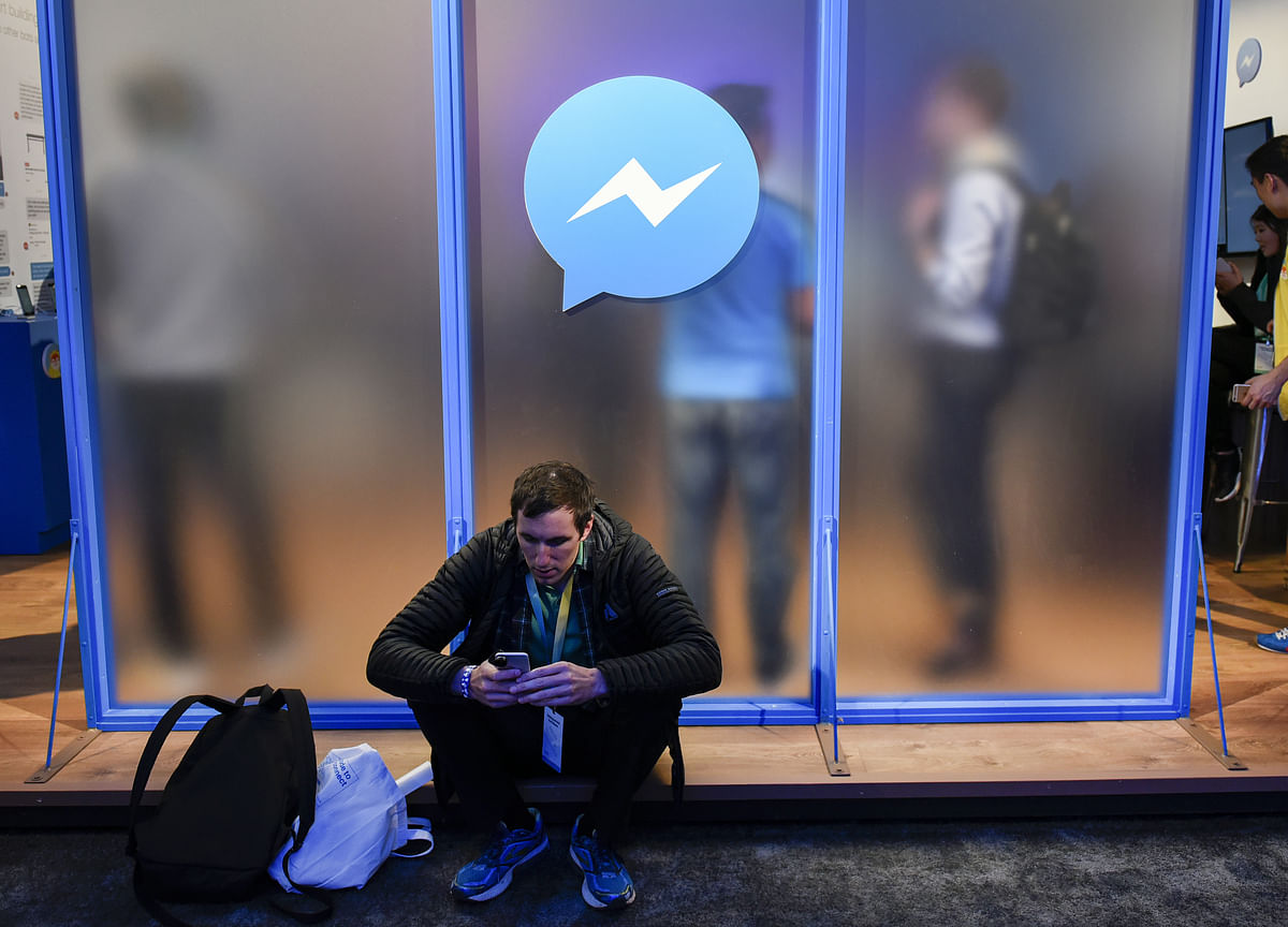 Facebook Tells Chat Users Nothing About Human Listeners
