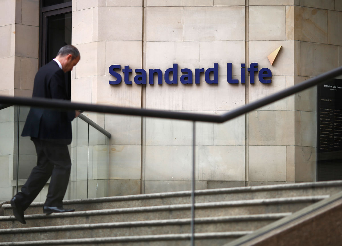 Standard Life To Sell Stake Worth Rs 1,400 Crore In HDFC Life