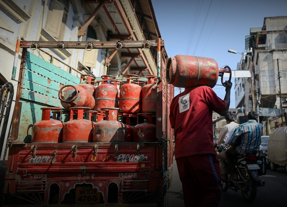 Non-Subsidised Cooking Gas Cylinder To Cost Rs 62.50 Less