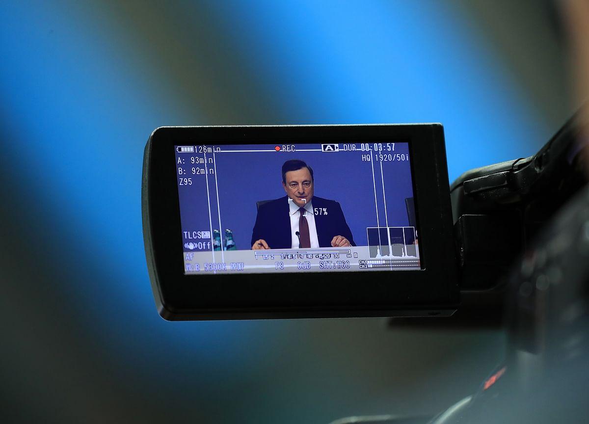 Draghi's Final Stimulus Push Keeps Bond Investors in Suspense