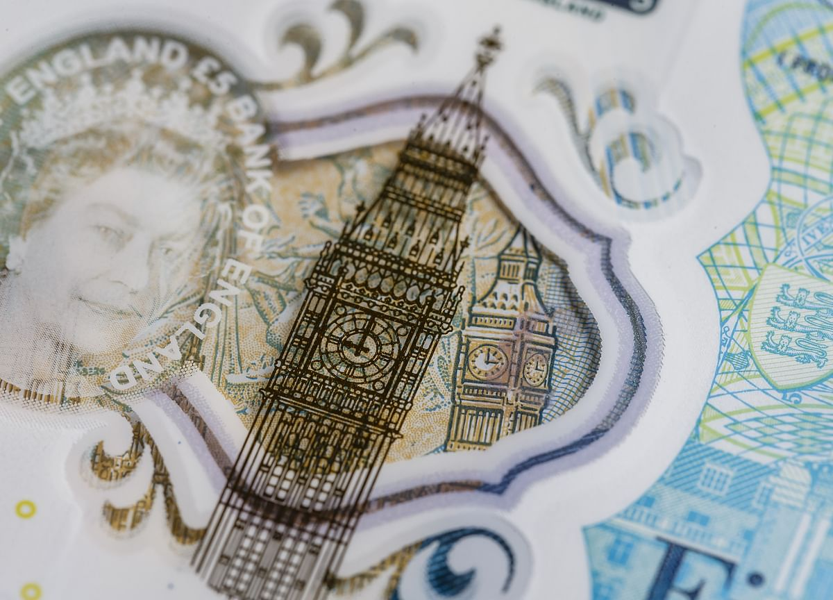 Pound Sinks to Lowest Since 2017 on Threat ofNo-Deal Brexit