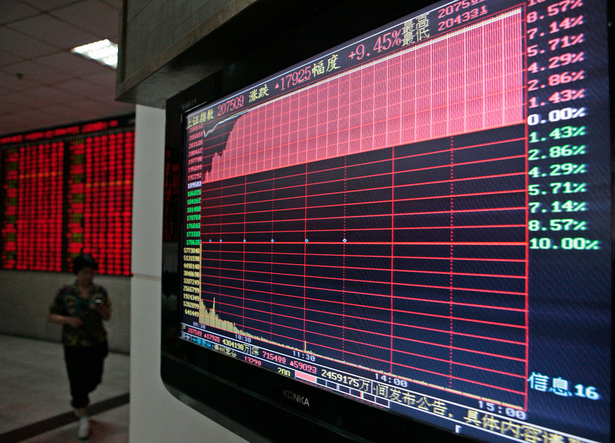 Tug of War Between Stimulus, Virus Leaves EM Investors Torn