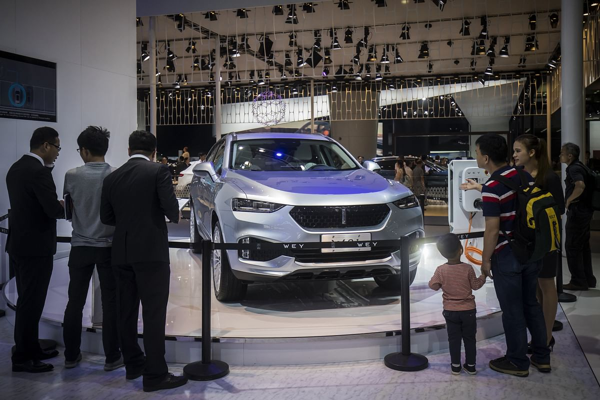 Attendees look at a 'Wey' brand WO1 ERD electric sports utility vehicle (SUV), manufactured by Great Wall Motor Co., on display at the China (Guangzhou) International Automobile Exhibition in Guangzhou, China (Photographer: Qilai Shen/Bloomberg)