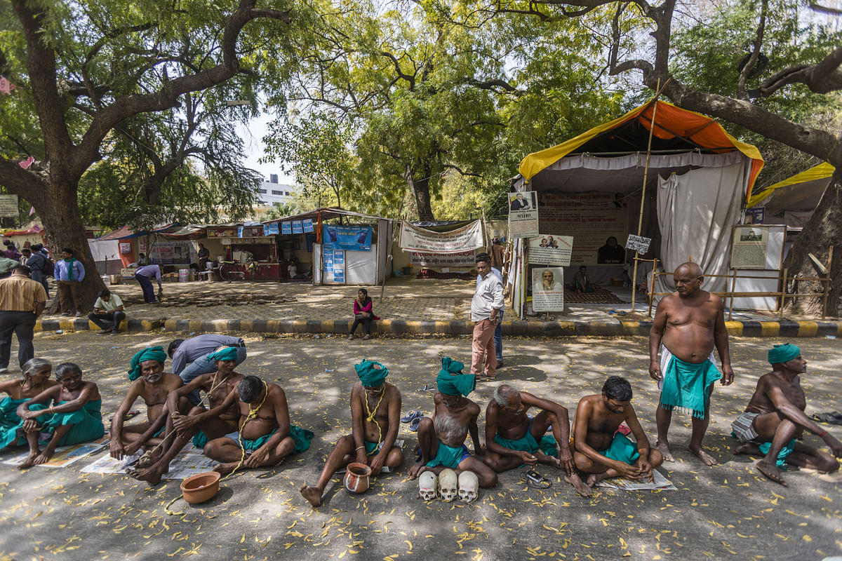 Farmers from the southern state of Tamil Nadu sit on the ground, during a protest demanding farm loan waivers in New Delhi, India. (Photographer: Prashanth Vishwanathan/Bloomberg)