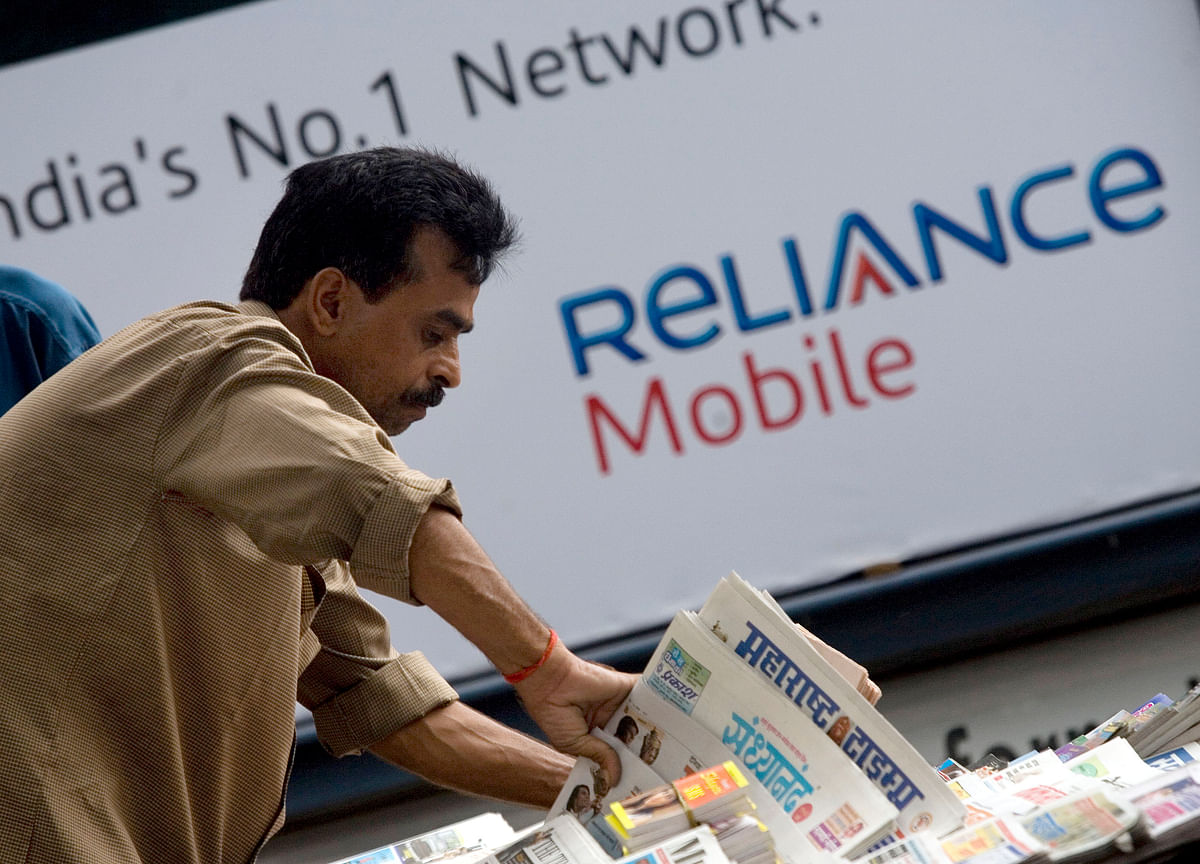 Reliance Communications Extends Tumble on Concerns Over Debt