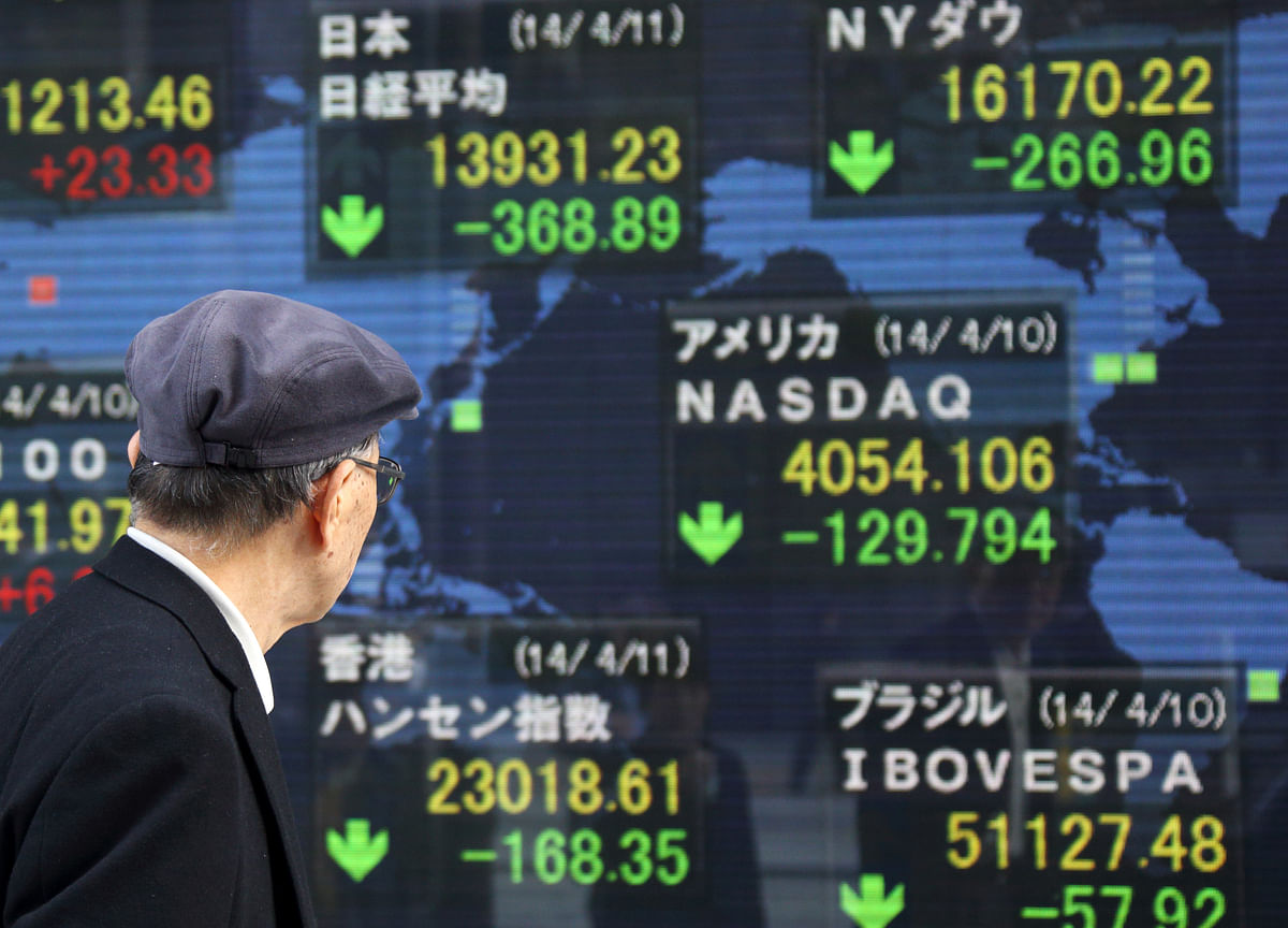 Stocks Edge Lower as Treasuries, Greenback Fall: Markets Wrap