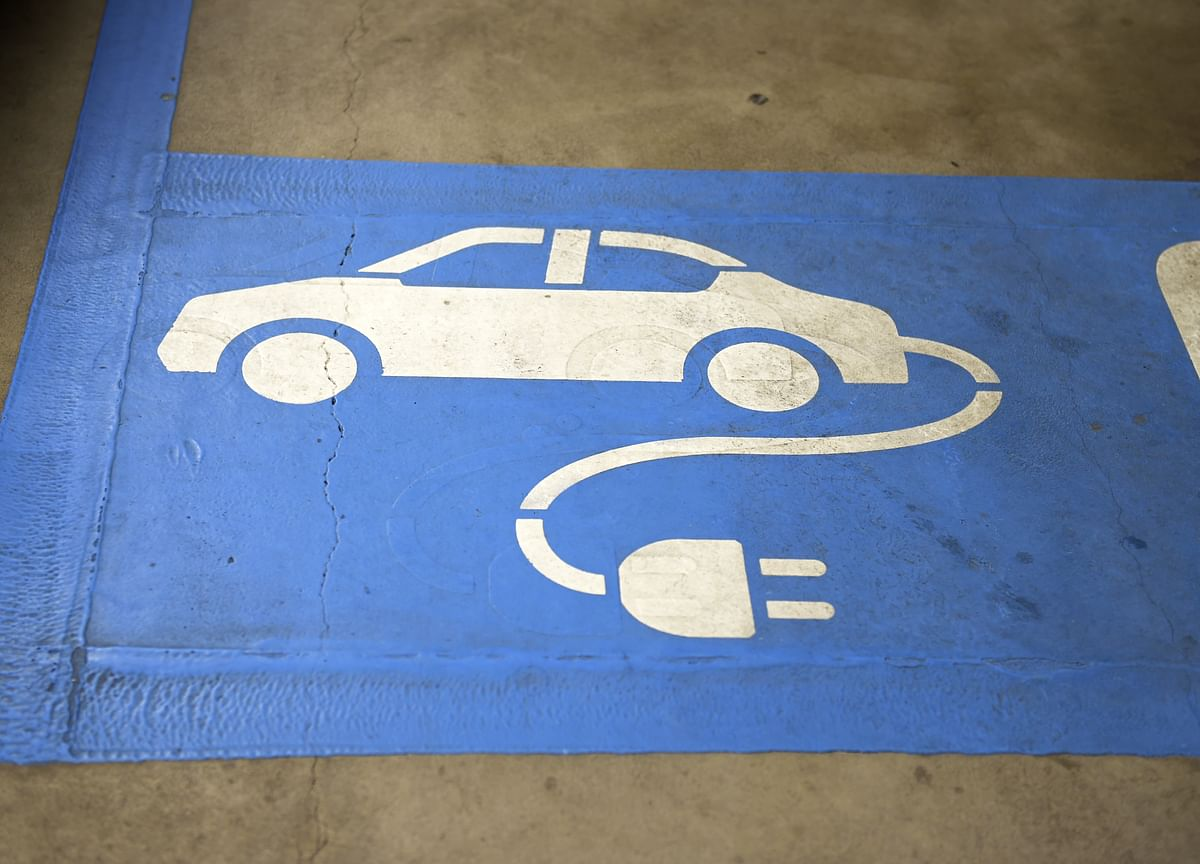 Government To Float Another Tender For 10,000 Electric Cars
