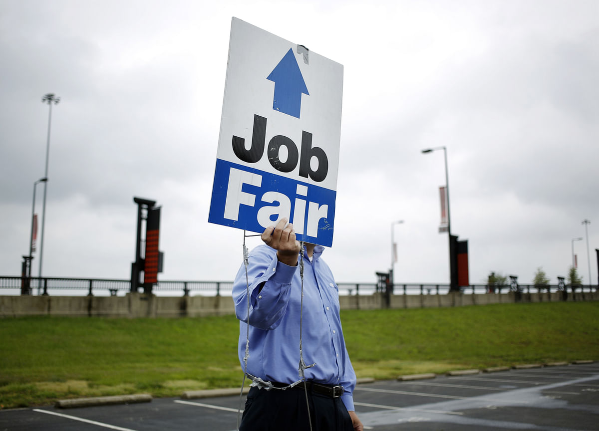 U.S. Jobless Claims Fall More Than Expected to Four-Week Low