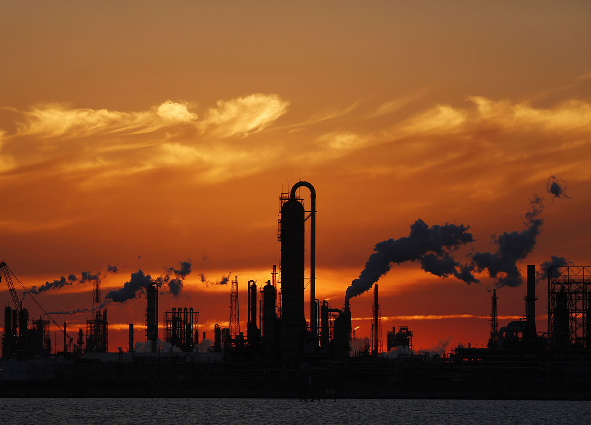 Oil Slides as U.S. Supplies Sound `Alarm Bells' for Traders