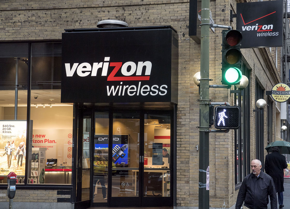 Verizon's Firefighter-Throttling Controversy Could Help AT&T