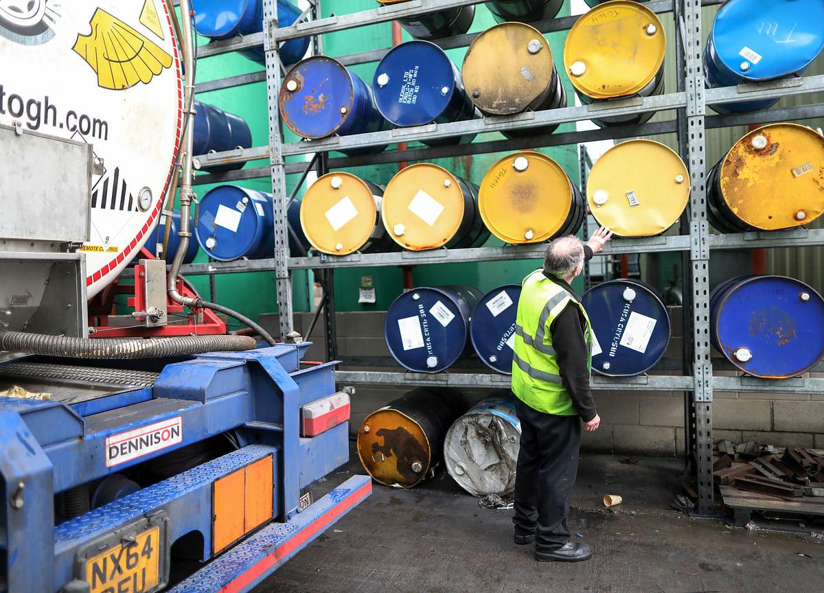 Crude Gains Most in 7 Weeks, Shrugging Off U.S. Inventory Gain